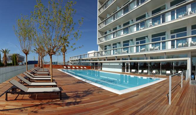 Piscina hotel Atenea